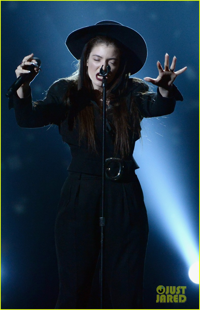 lorde tennis court performance bbmas 033116972