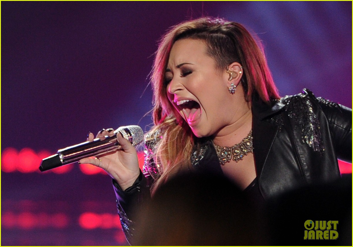 demi lovato performs on american idol finale 023119359