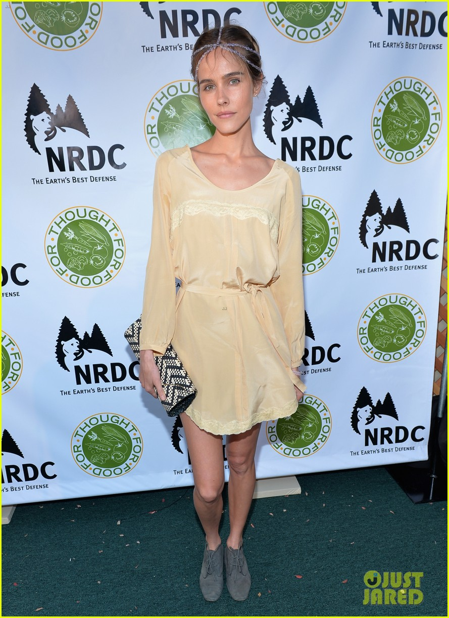 isabel lucas amber valletta get glam for ndrcs food for thought benefit 113124543