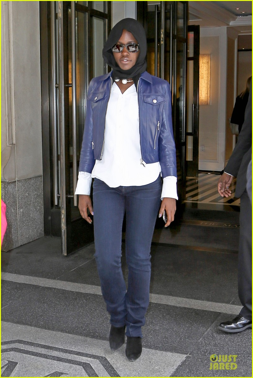 lupita nyongo covers up after met 013107091