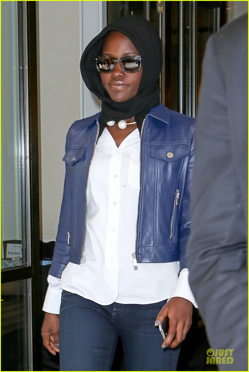 lupita nyongo covers up after met 053107095