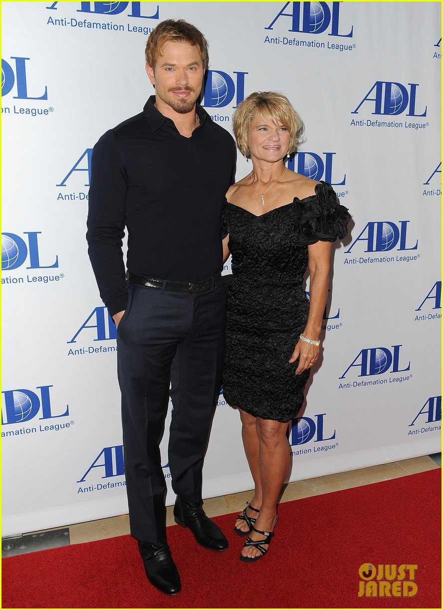 kellan lutz starts mothers day celebration early 013109406