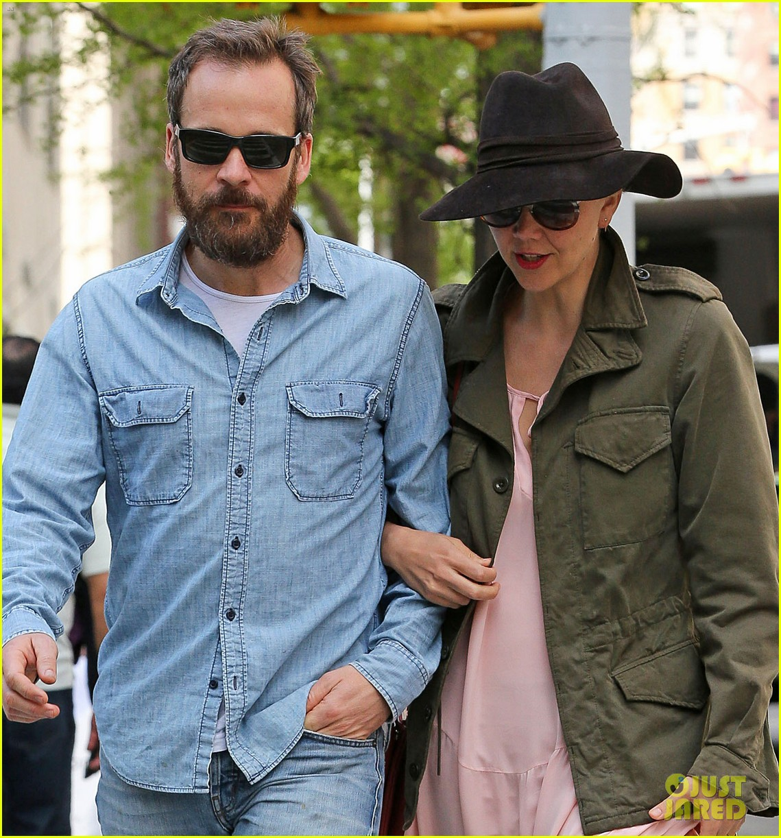 maggie gyllenhaal peter sarsgaard 5th wedding anniversary nyc 013105028