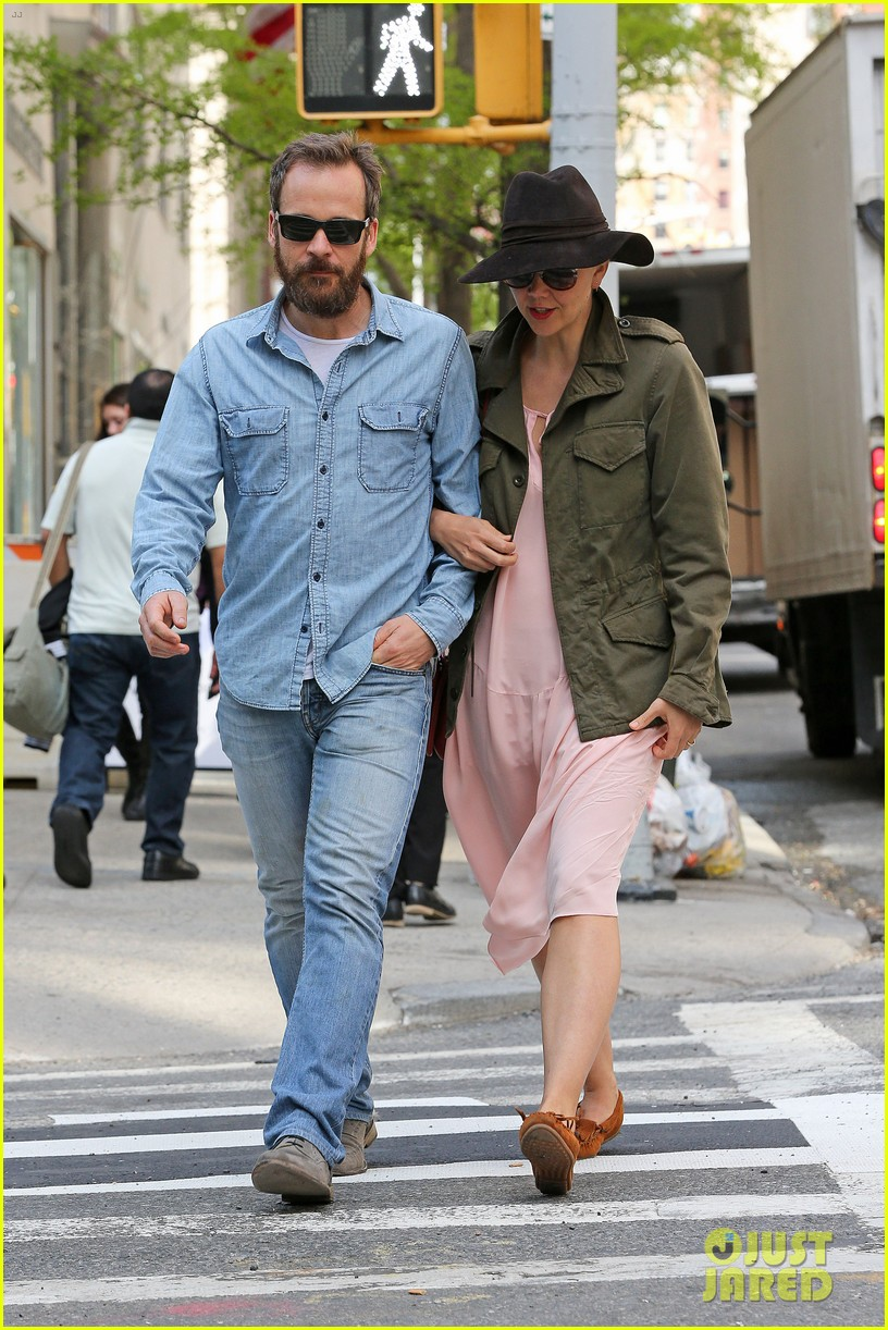 maggie gyllenhaal peter sarsgaard 5th wedding anniversary nyc 023105029