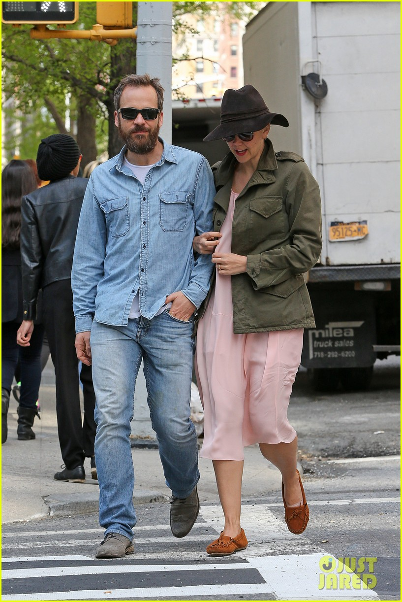 maggie gyllenhaal peter sarsgaard 5th wedding anniversary nyc 043105031