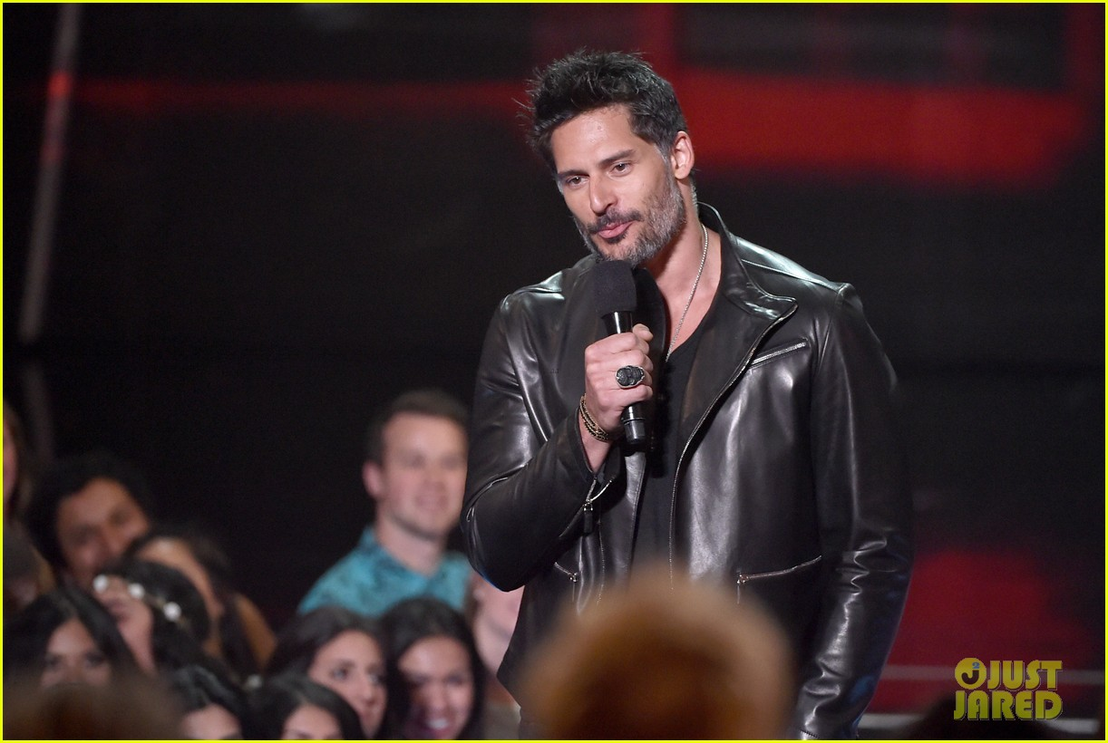 joe manganiello sam palladio iheartradio music awards 2014 02