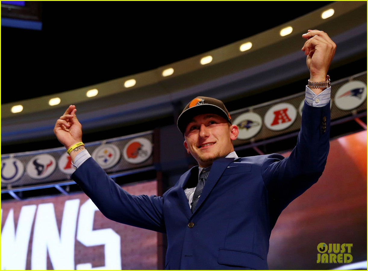 johnny manziel gets picked 22nd in nfl draft 073109021