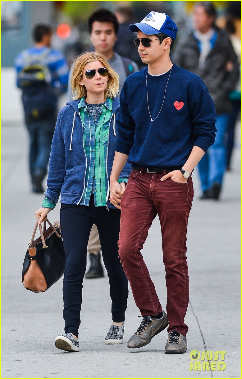 kate mara max minghella hold hands in nyc 073108727
