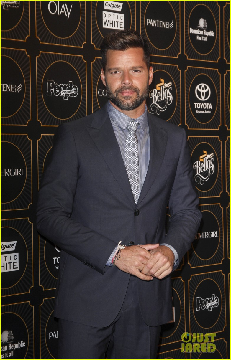 ricky martin suits up for people en espanols annual 50 mas bellos 08