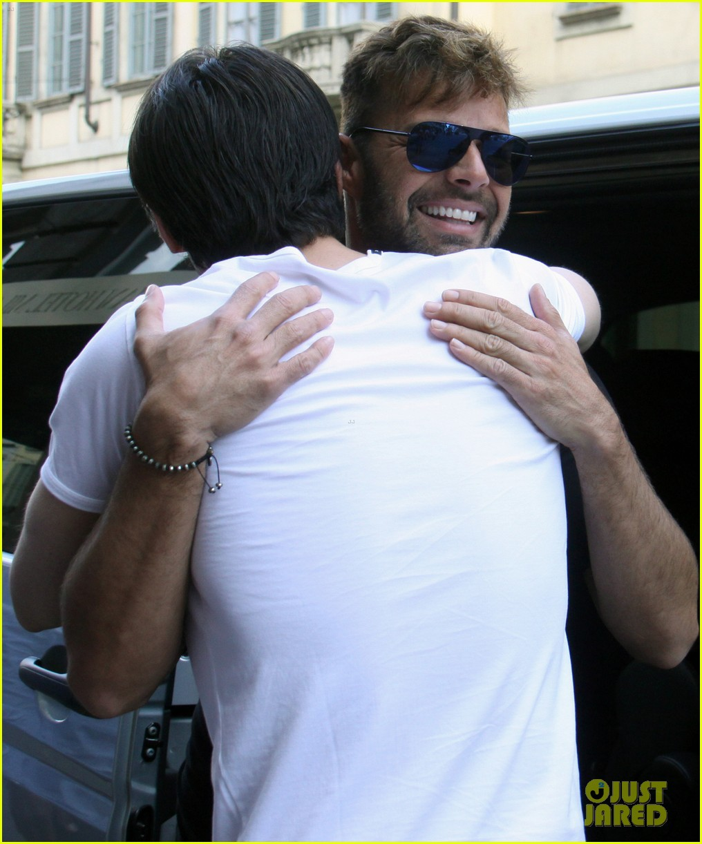 ricky martin gives lots of love to his fans 023123805