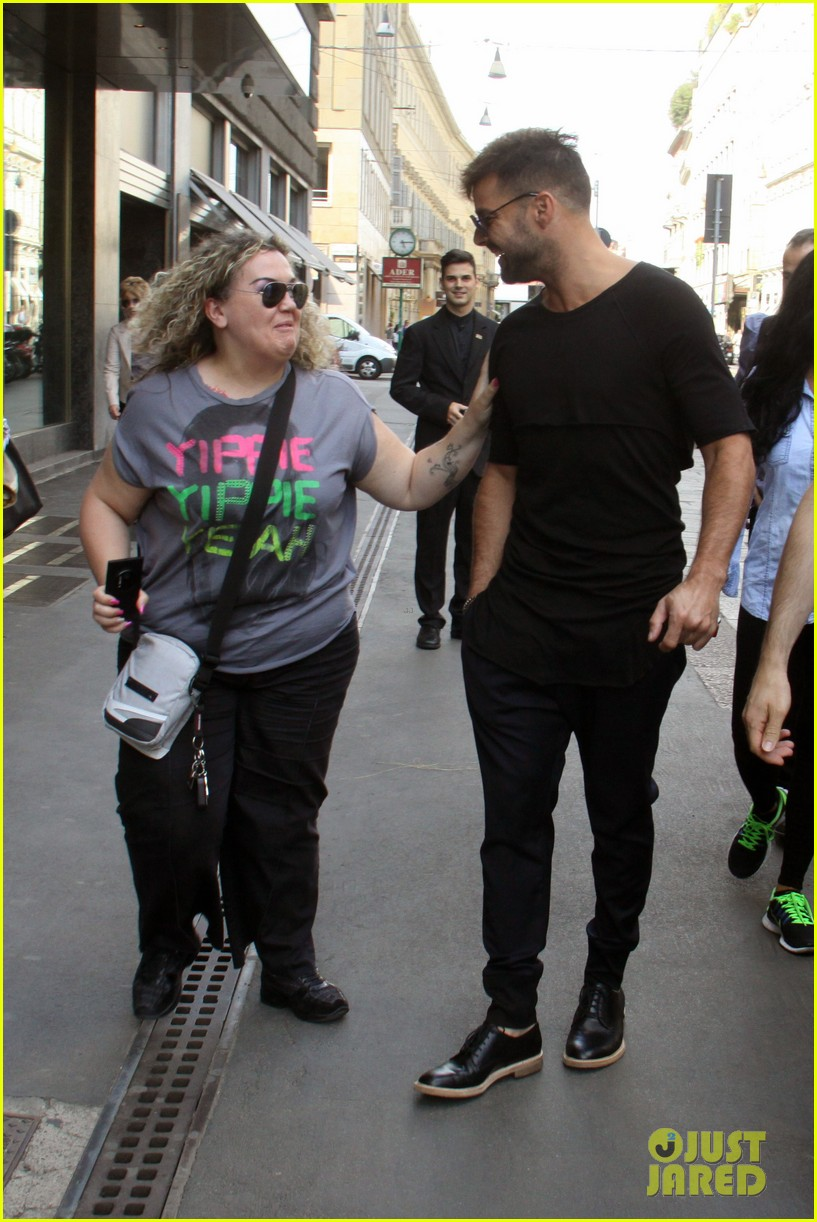 ricky martin gives lots of love to his fans 083123811