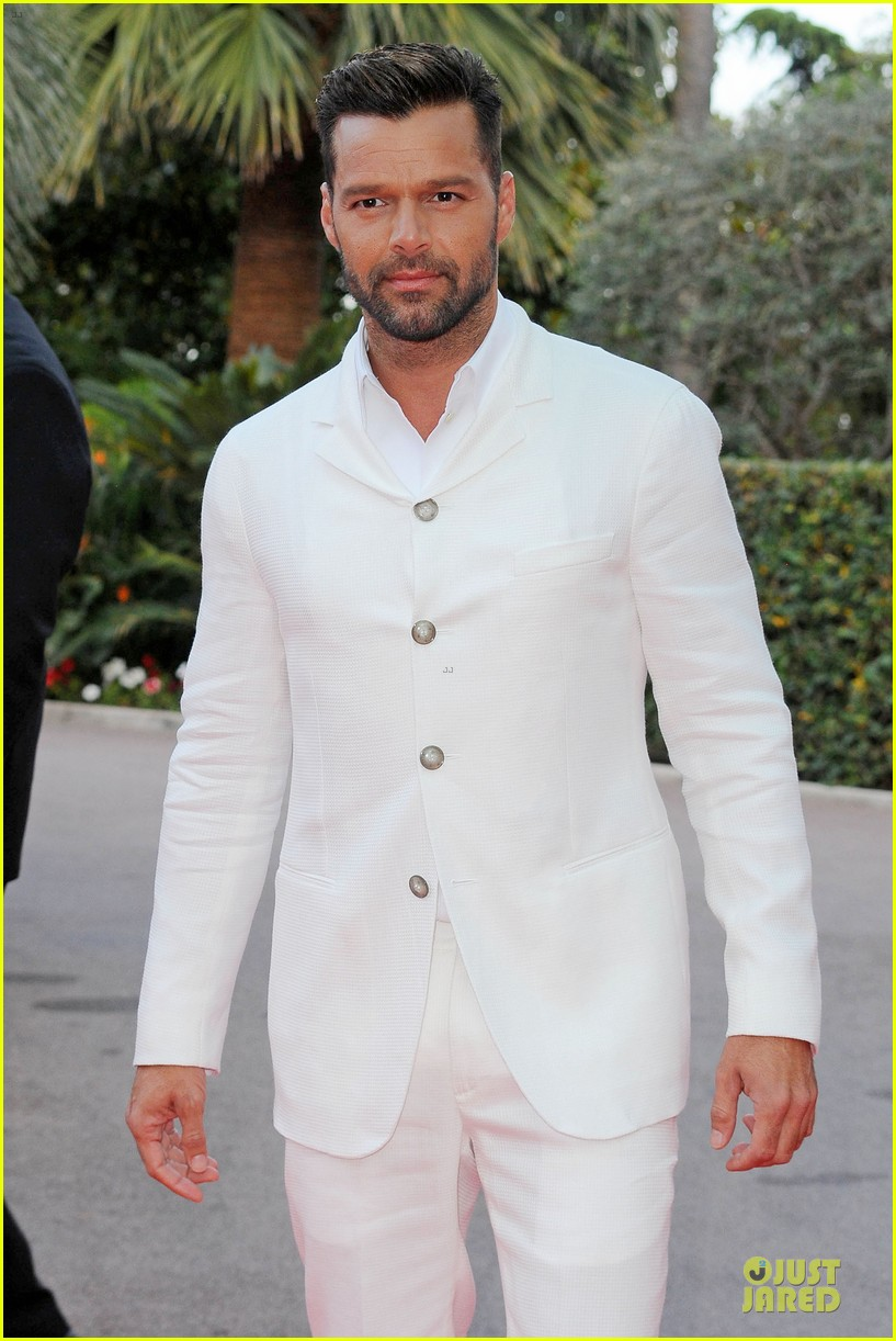 ricky martin kellan lutz handsome at world music awards 023122934