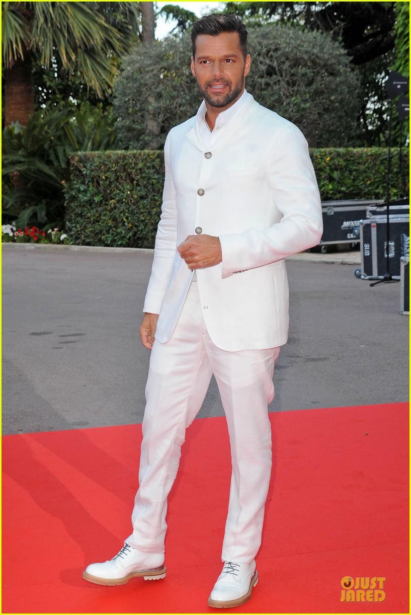 ricky martin kellan lutz handsome at world music awards 033122935