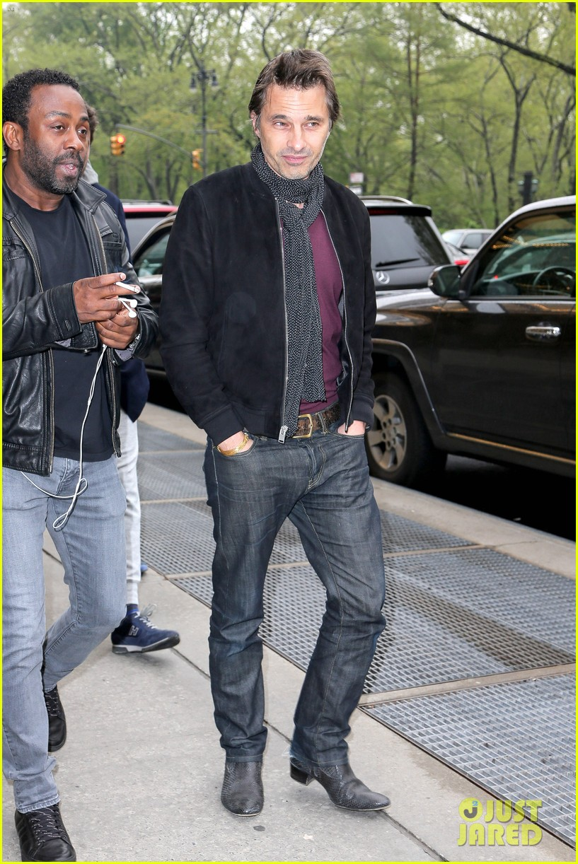olivier martinez steps out in new york for ae upfronts 043109335