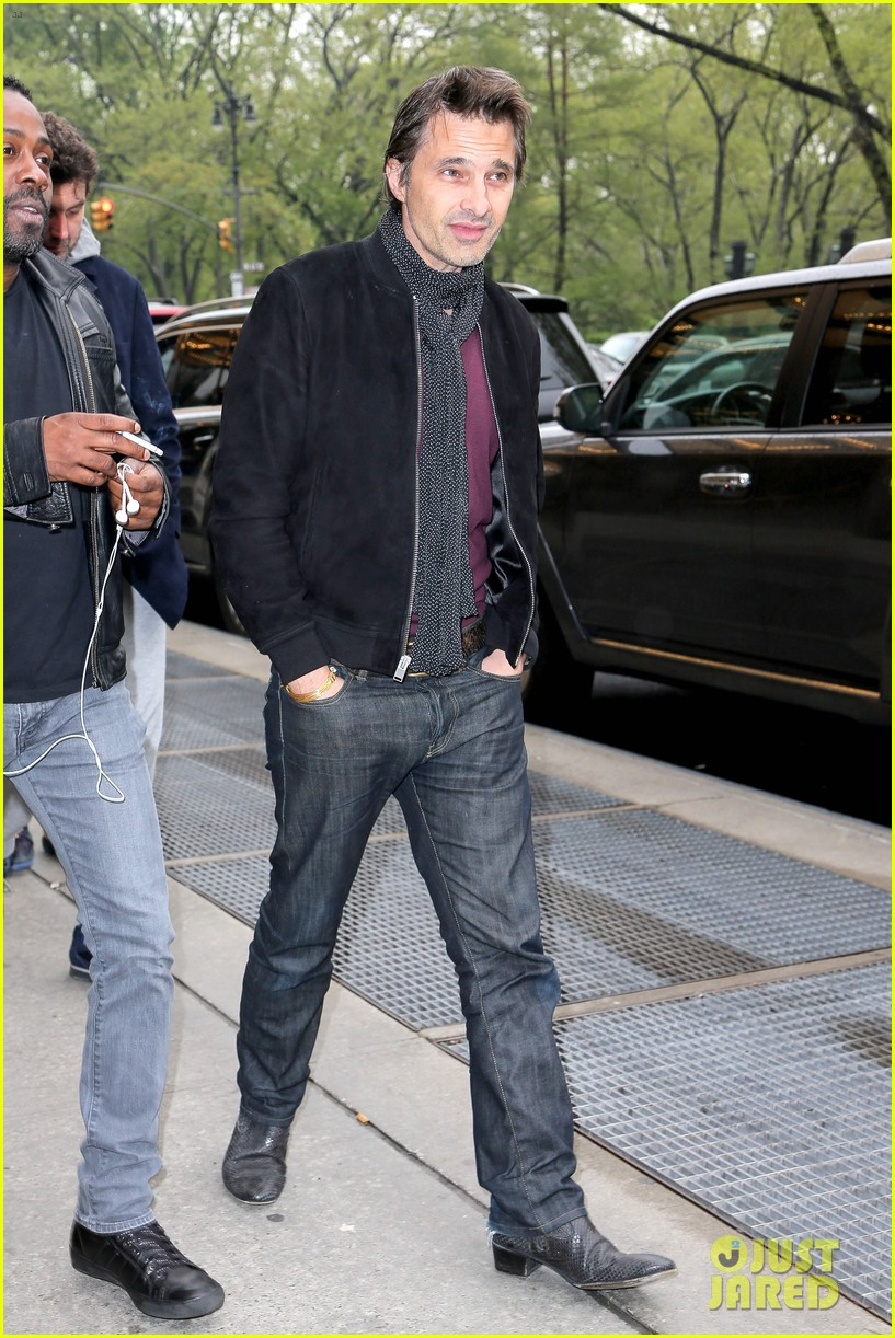 olivier martinez steps out in new york for ae upfronts 063109337