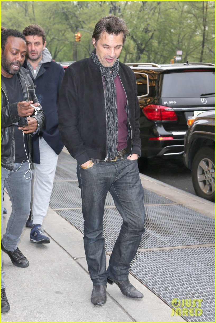 olivier martinez steps out in new york for ae upfronts 09
