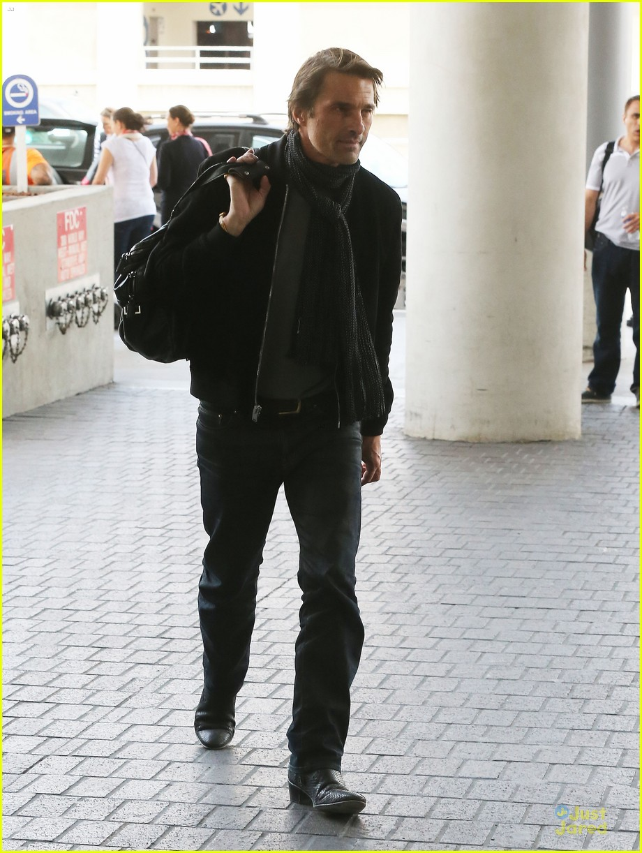 olivier martinez european style at lax airport 05