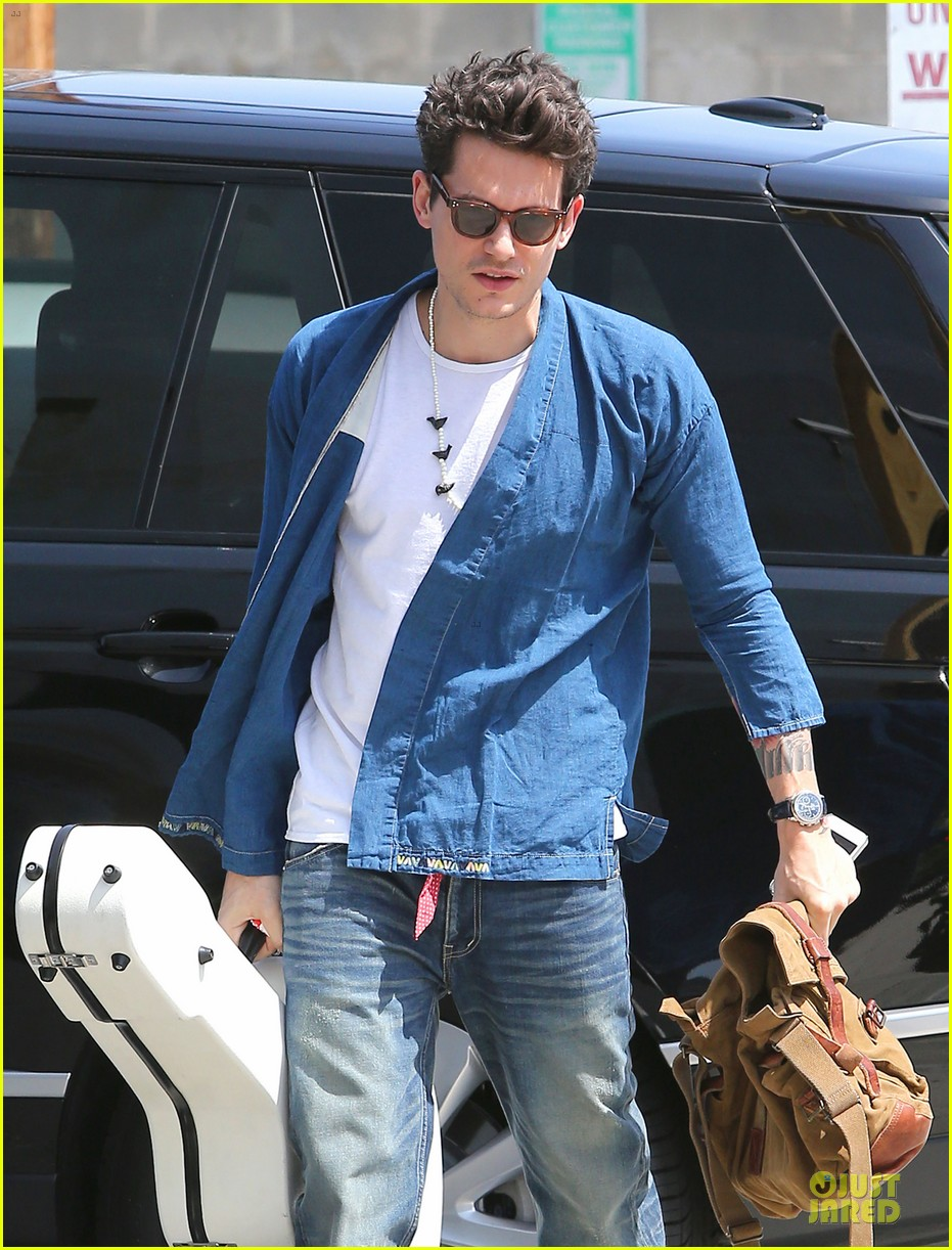 john mayer pays tribute to ferry victims 113109819