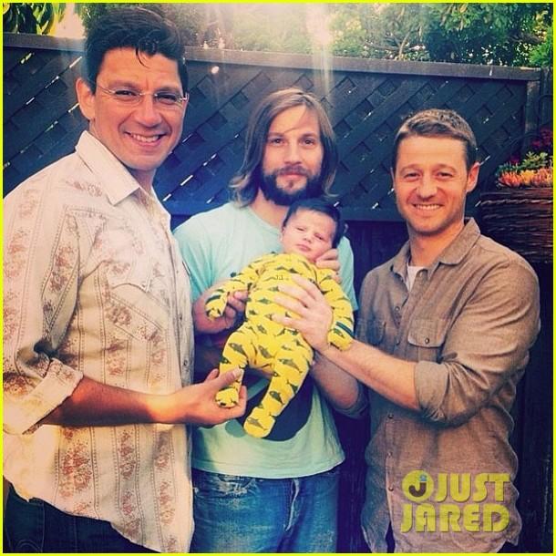 ben mckenzie meets logan marshall greens newborn baby 023104296