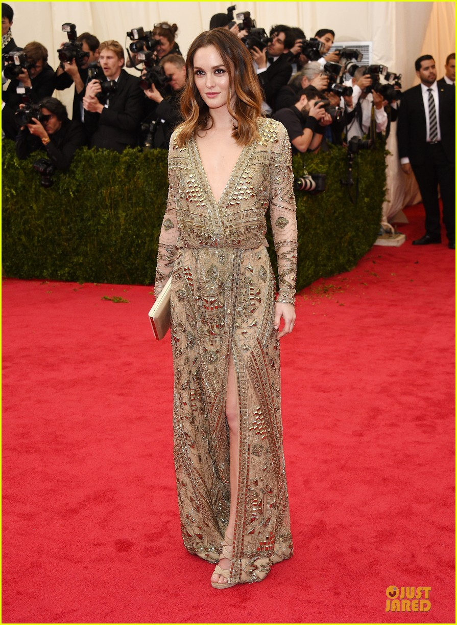 leighton meester golden met ball 2014 033106312