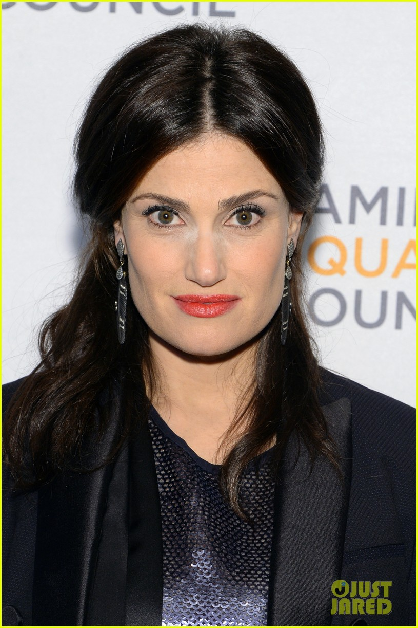 idina menzel belts it out for equality 033112595