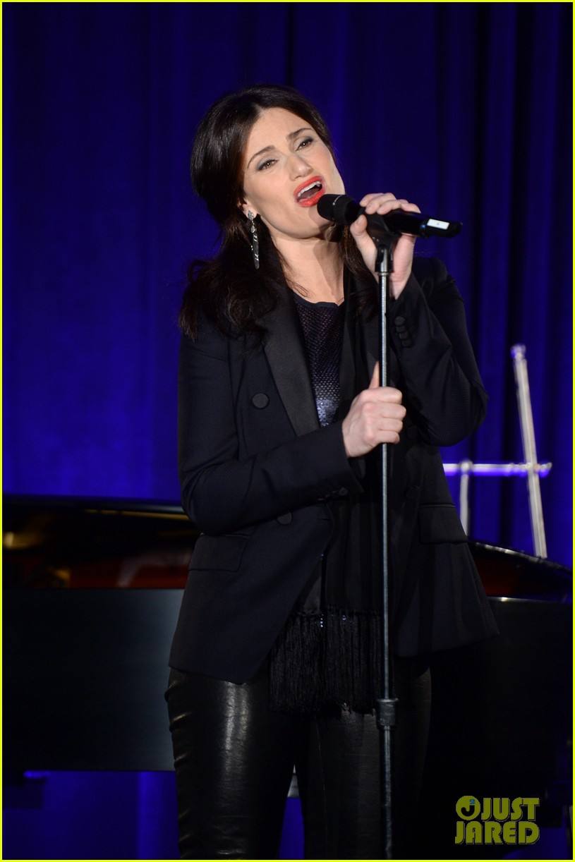 idina menzel belts it out for equality 123112604