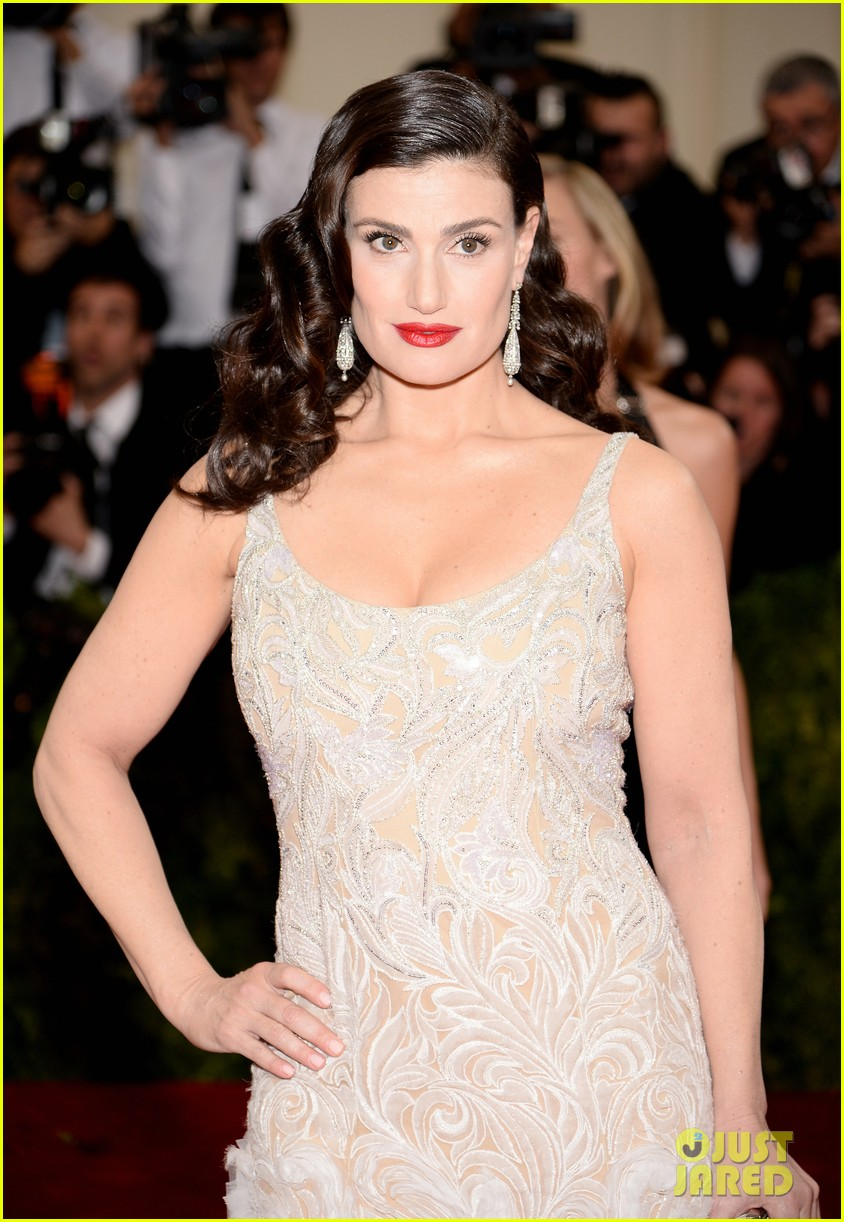 idina menzels rocks long white train at met ball 2014 033105937