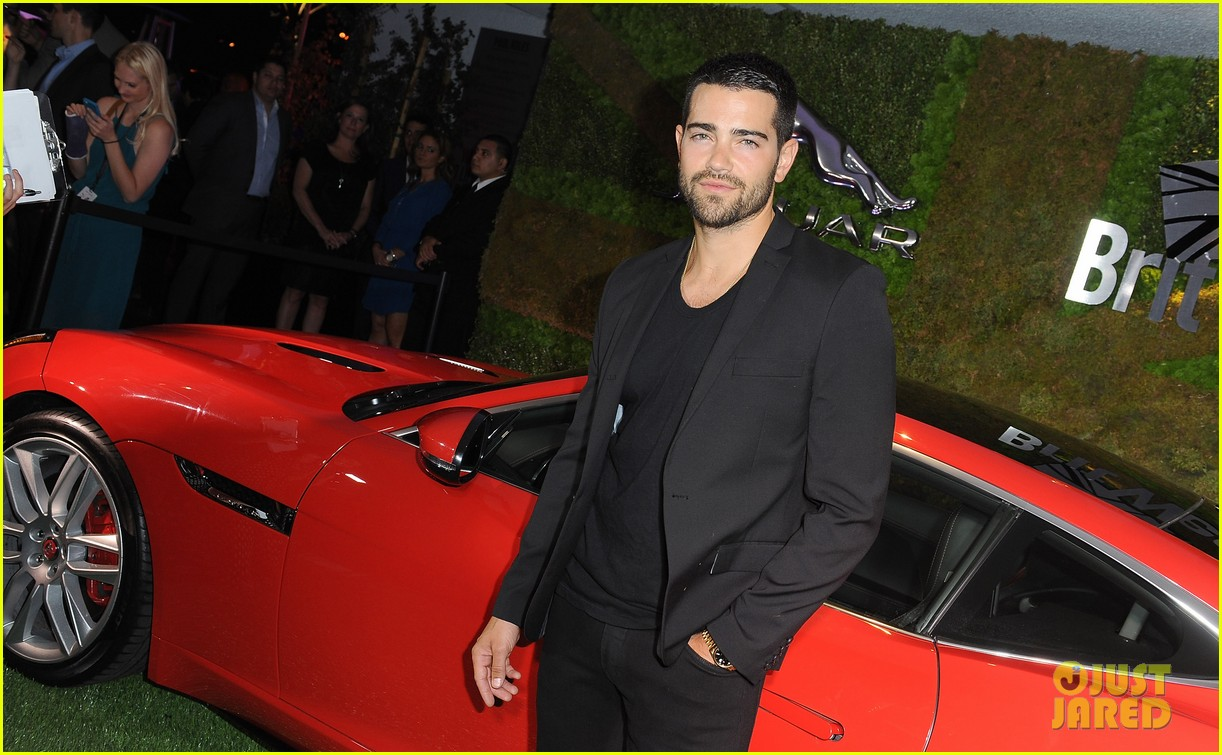 shirtless jesse metcalfe flaunts his ripped physique 083104354