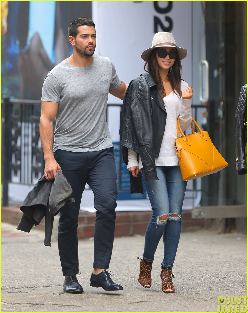 jesse metcalfe and cara santana take a trip to africa for unicef03