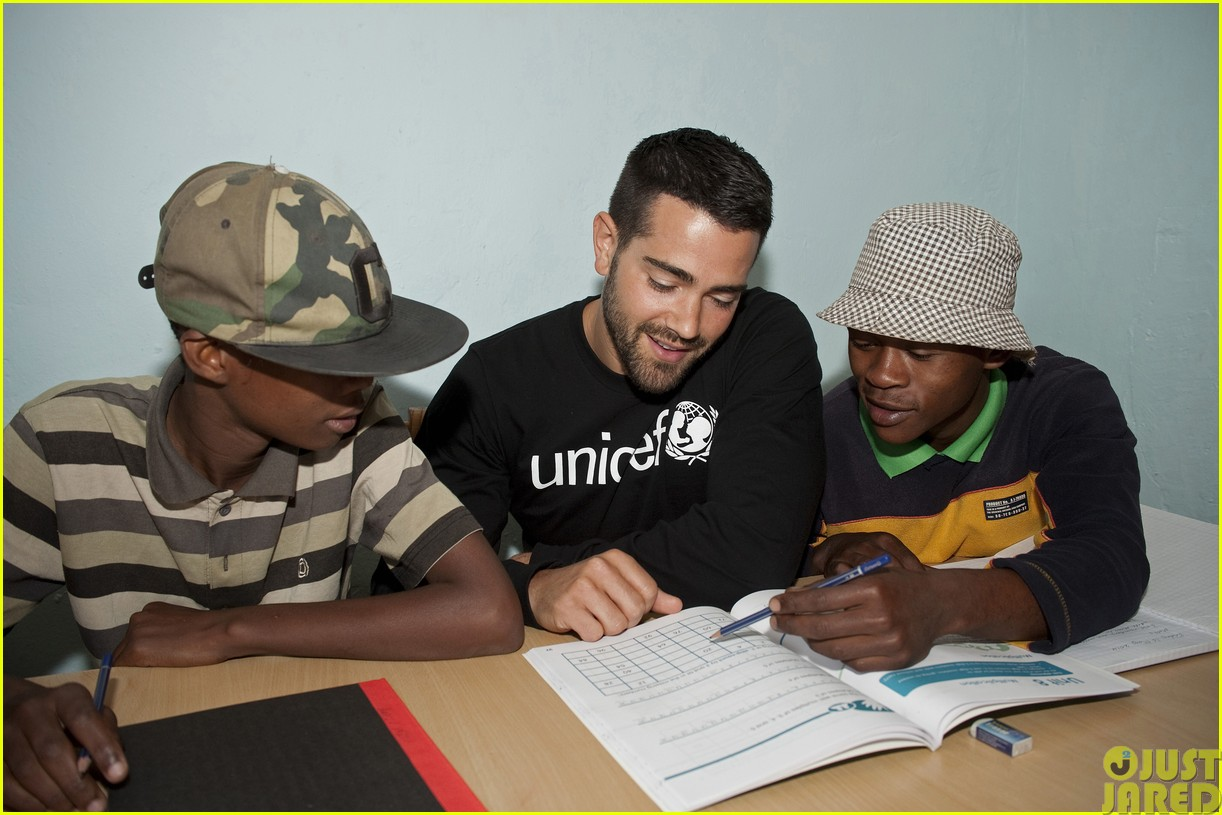 jesse metcalfe and cara santana take a trip to africa for unicef043121643