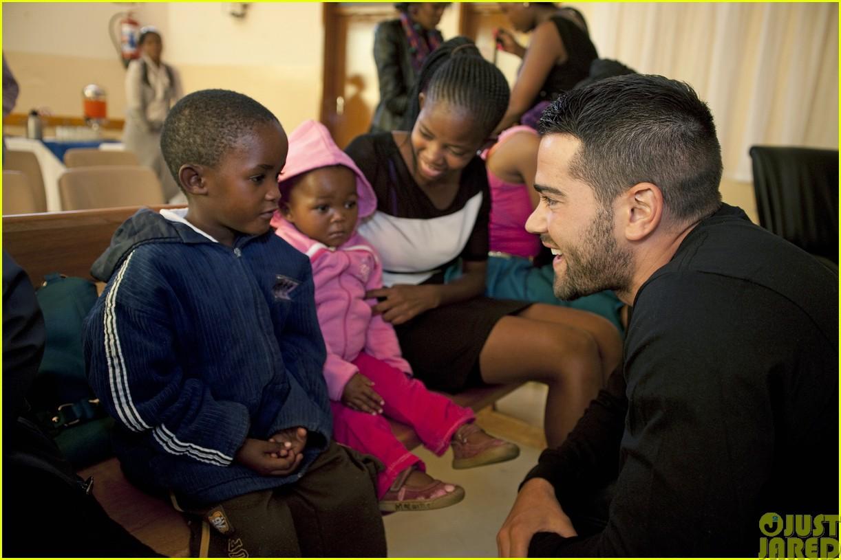 jesse metcalfe and cara santana take a trip to africa for unicef093121648
