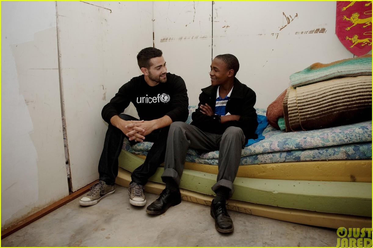jesse metcalfe and cara santana take a trip to africa for unicef113121650