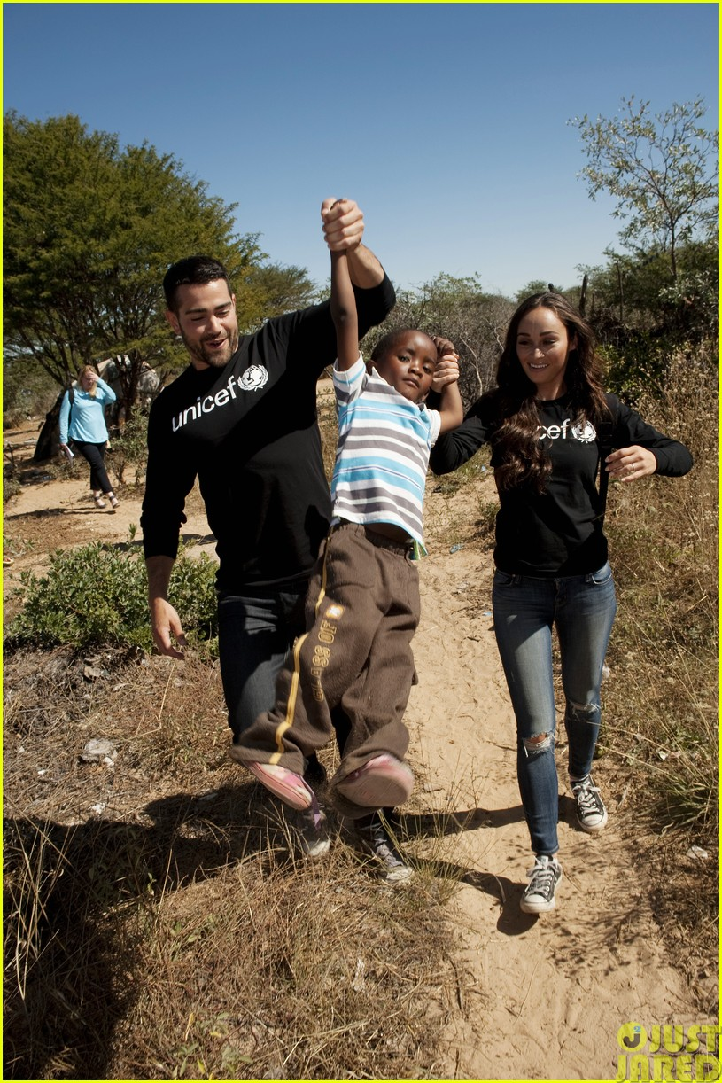 jesse metcalfe and cara santana take a trip to africa for unicef153121654