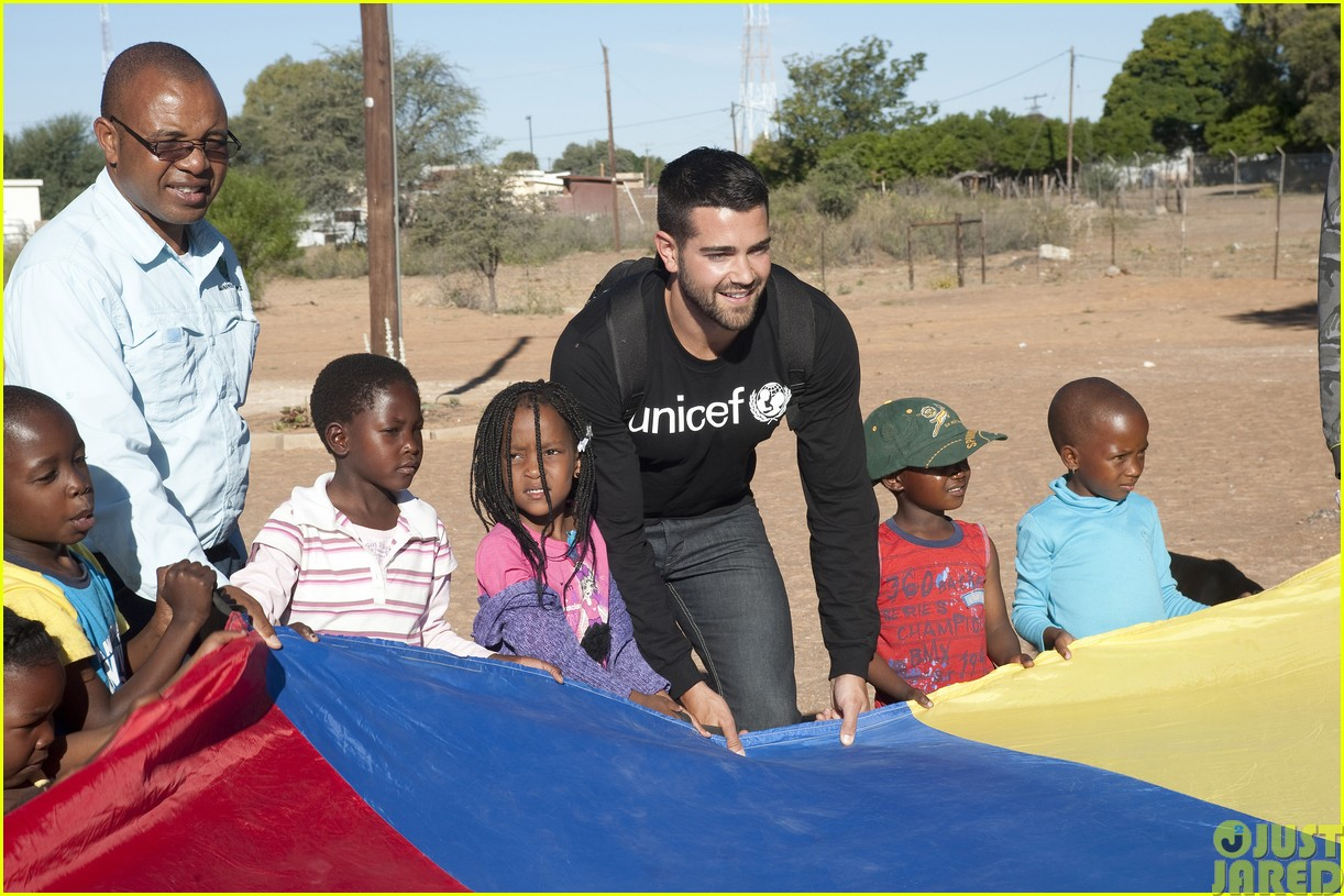 jesse metcalfe and cara santana take a trip to africa for unicef163121655