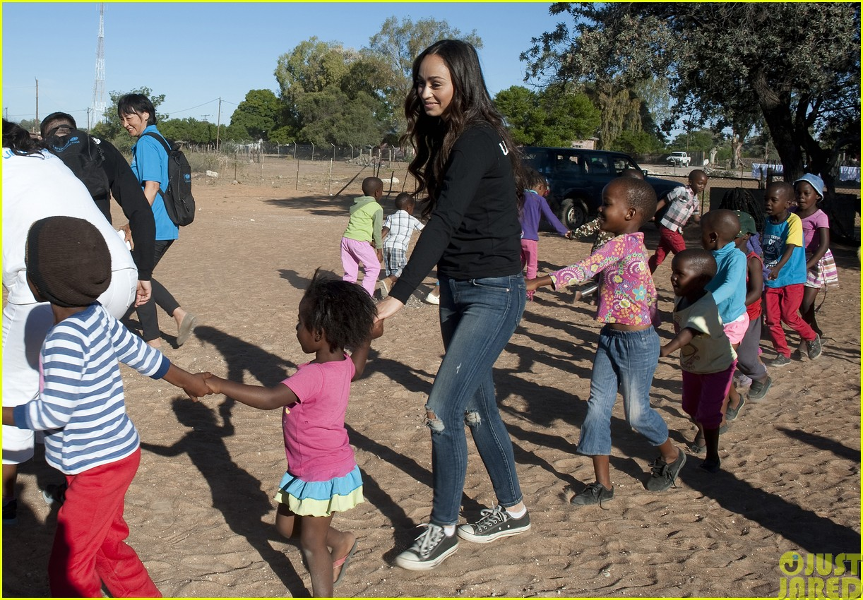 jesse metcalfe and cara santana take a trip to africa for unicef173121656