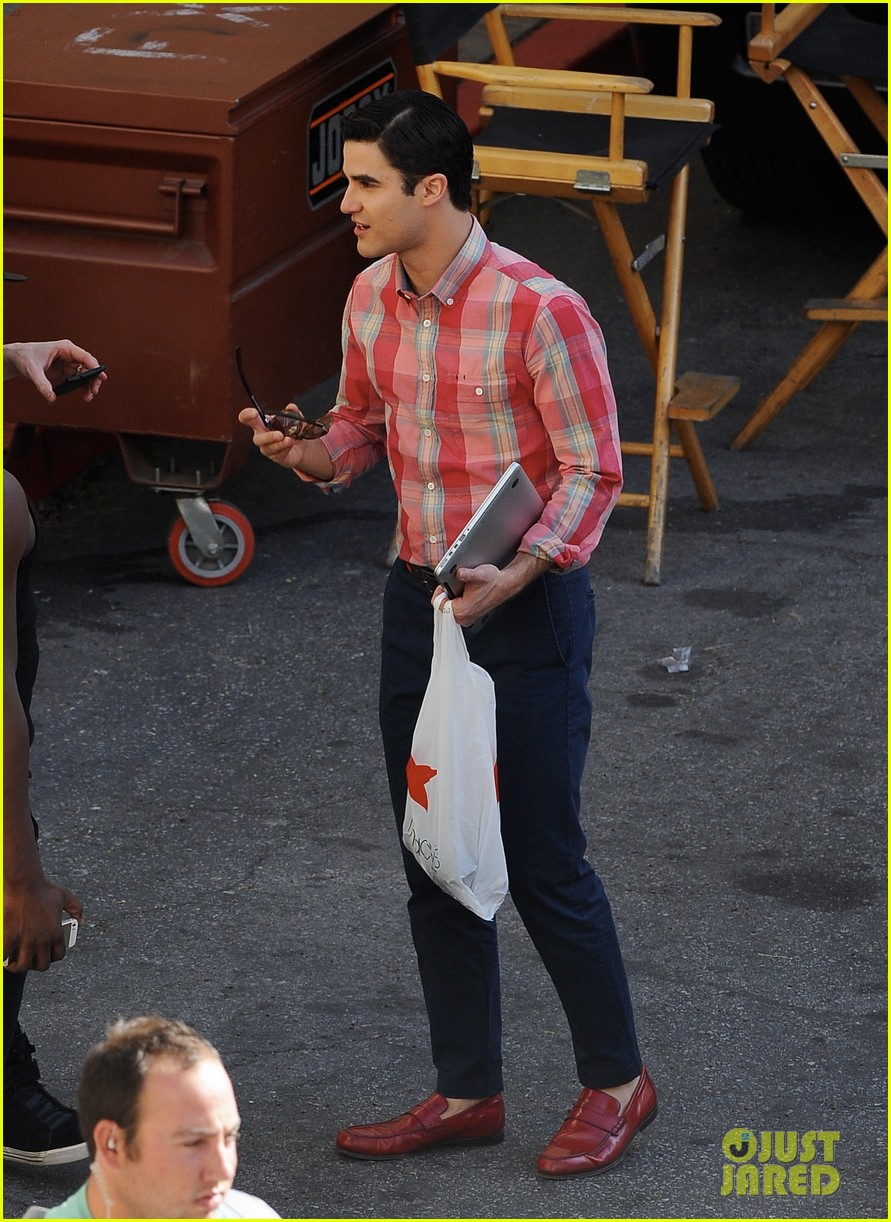 lea michele heather morris hang out on glee finale set 03