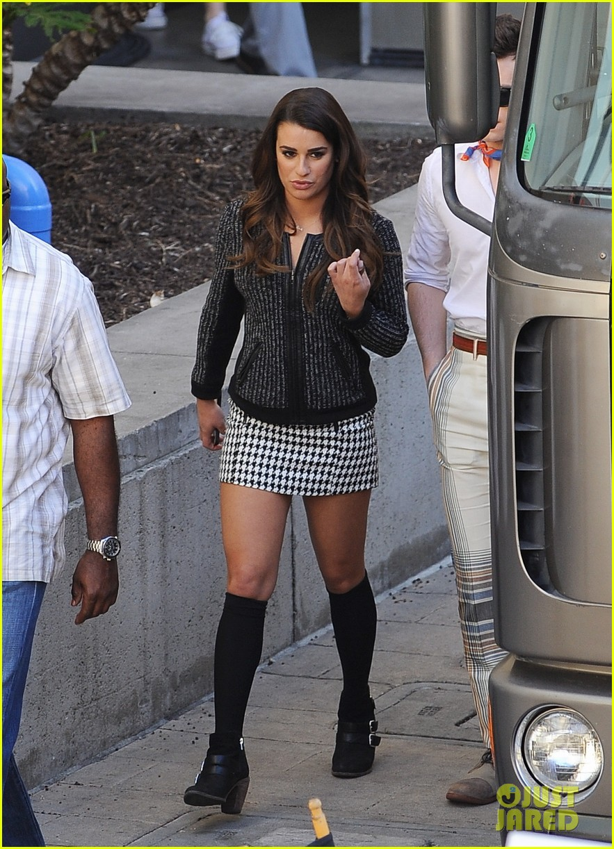 lea michele heather morris hang out on glee finale set 063103481