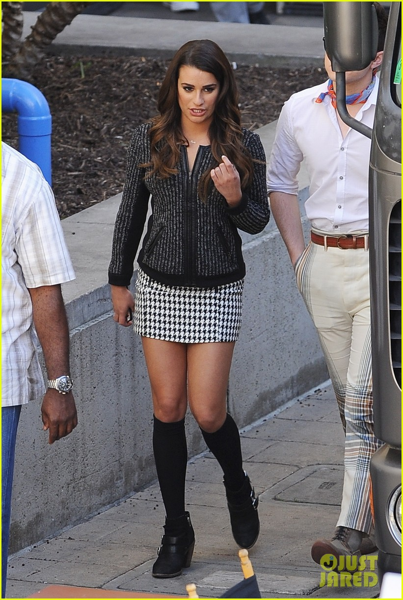 lea michele heather morris hang out on glee finale set 083103483