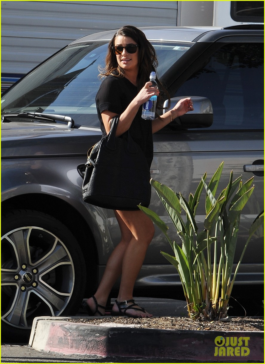 lea michele heather morris hang out on glee finale set 123103487