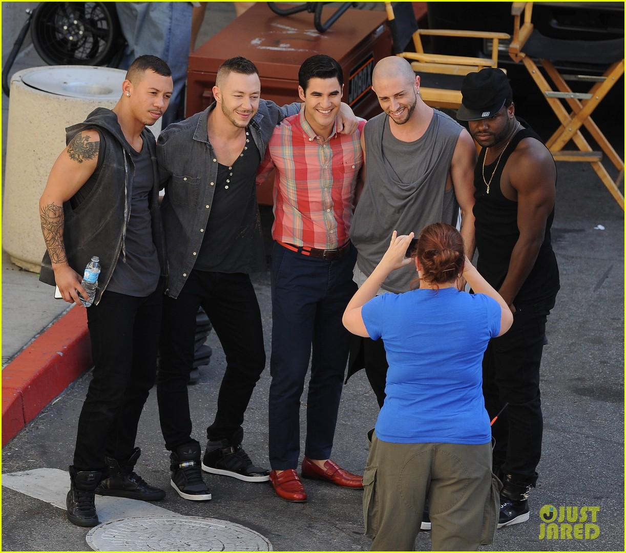 lea michele heather morris hang out on glee finale set 253103500
