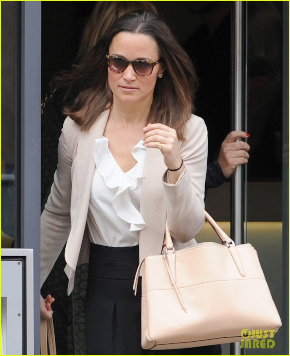 pippa middleton accused of wearing false butt to royal wedding 053107640