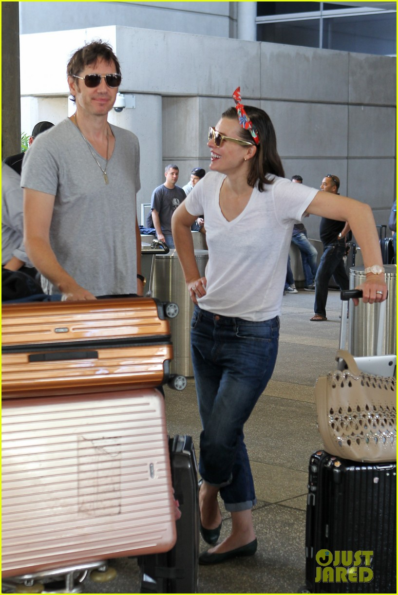 milla jovovich paul ws anderson look so in love 063123839