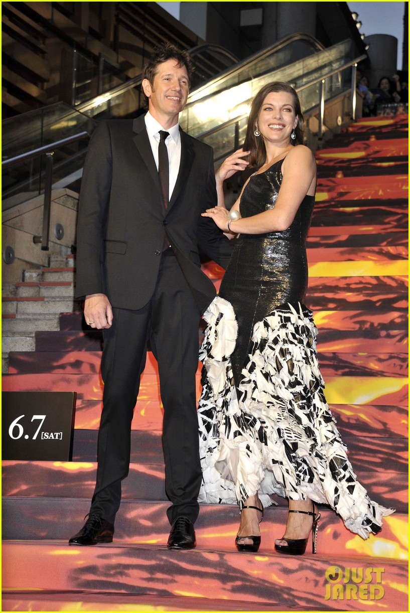milla jovovich supports hubby pompeii premiere tokyo 043122438