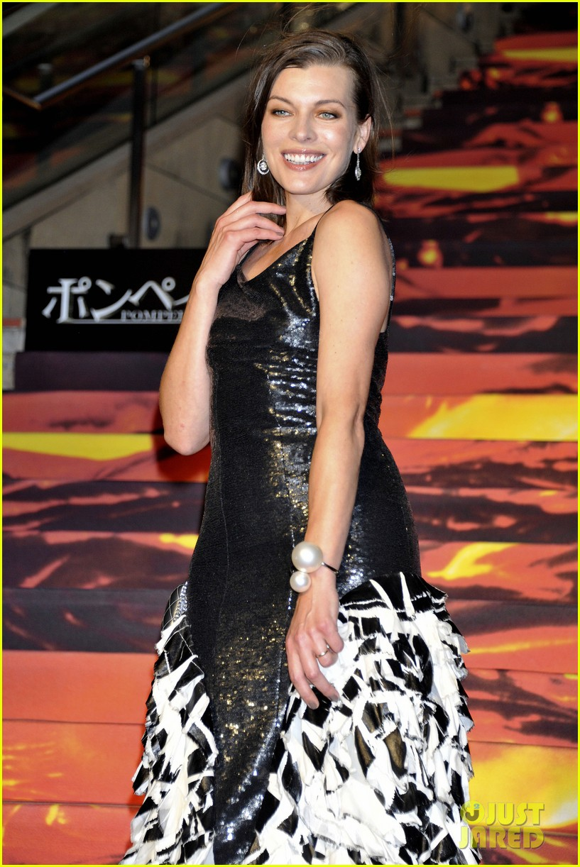 milla jovovich supports hubby pompeii premiere tokyo 053122439