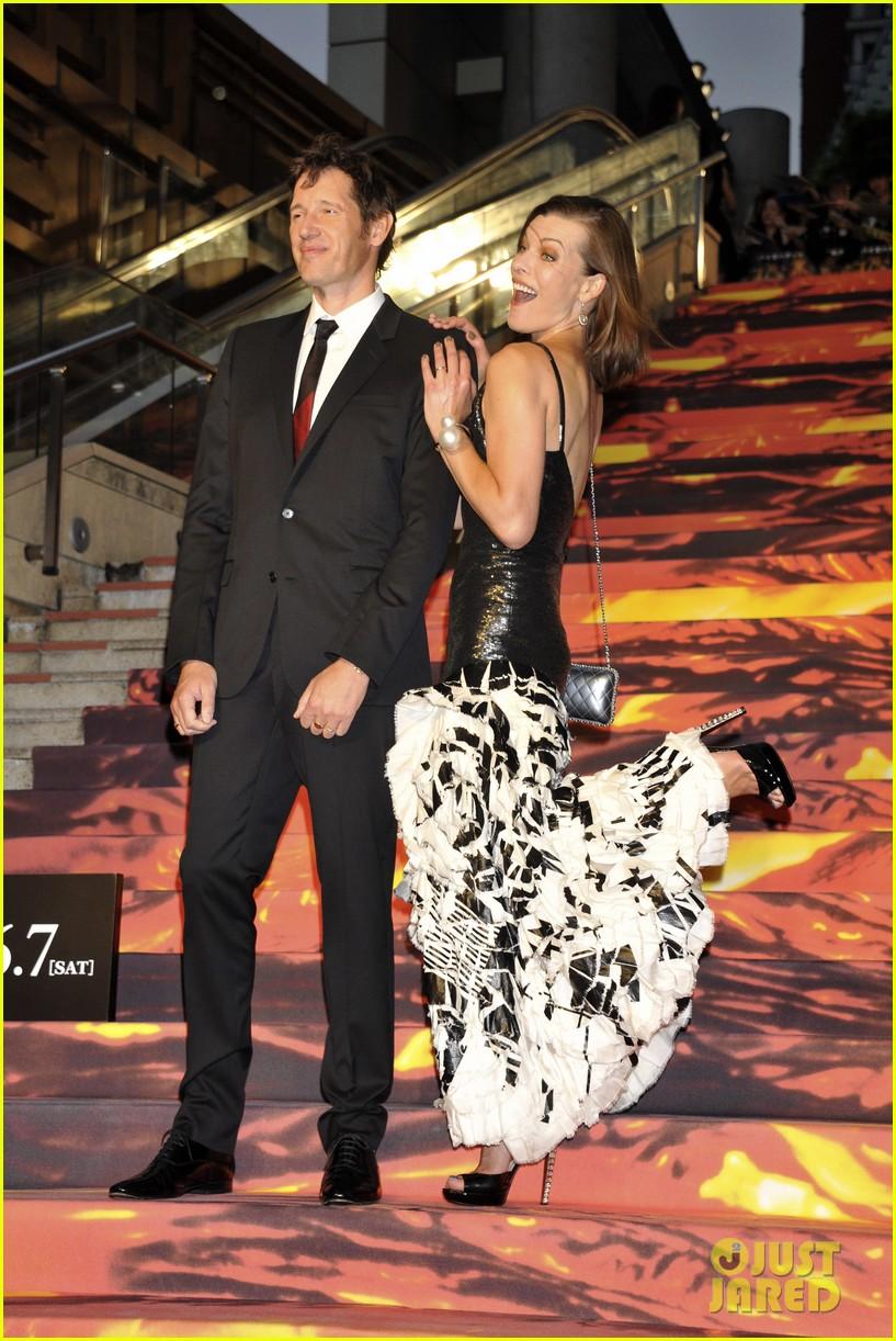 milla jovovich supports hubby pompeii premiere tokyo 063122440