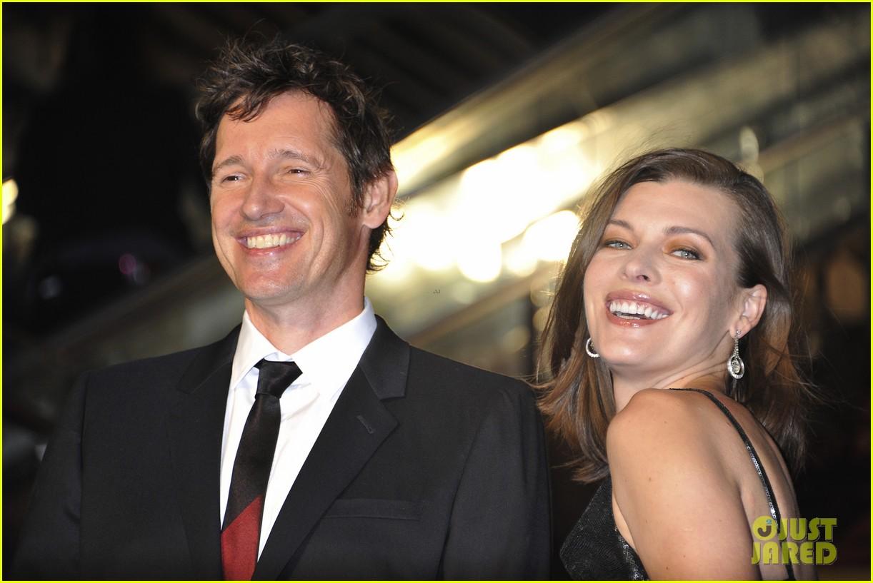 milla jovovich supports hubby pompeii premiere tokyo 083122442