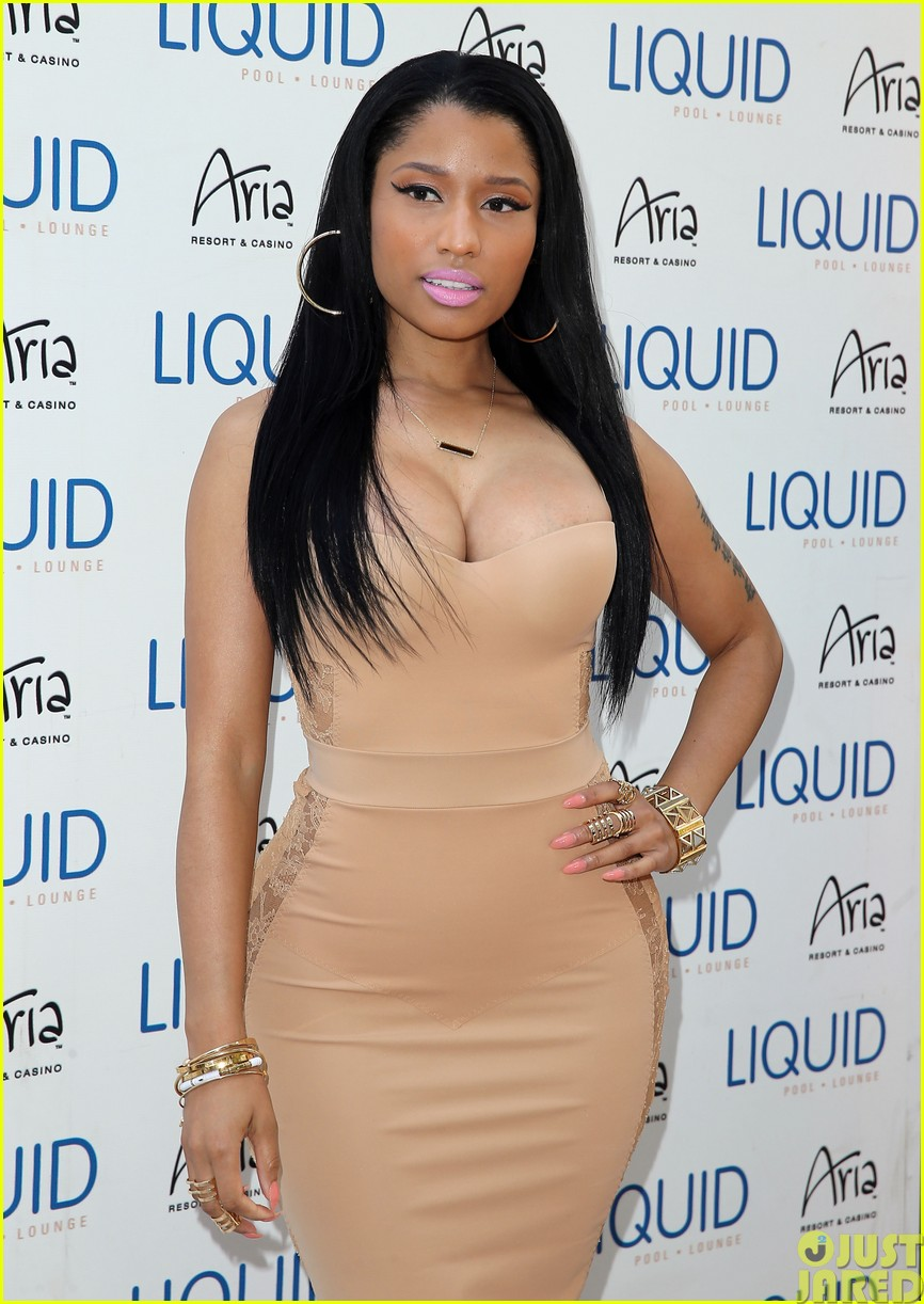 nicki minaj plays host at the liquid pool lounge153121624