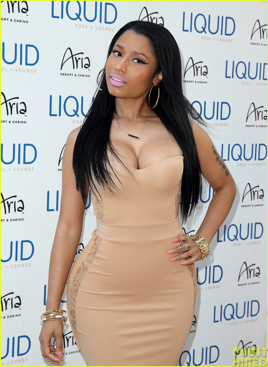 nicki minaj plays host at the liquid pool lounge163121625