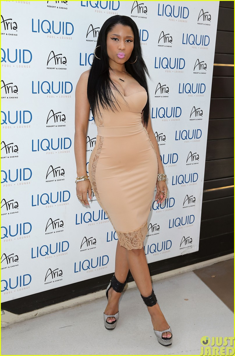 nicki minaj plays host at the liquid pool lounge183121627