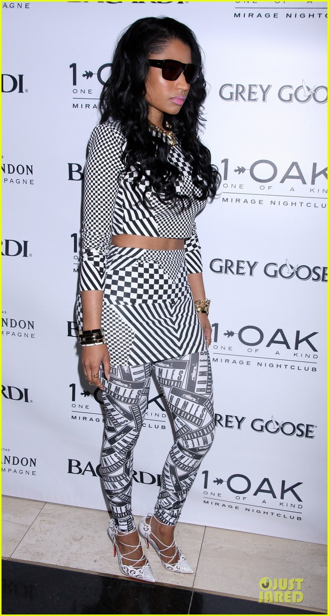 nicki minaj midriff las vegas party 163121153